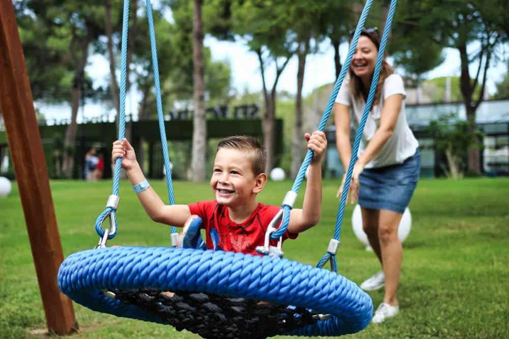 Saucer Tree Swing for kids